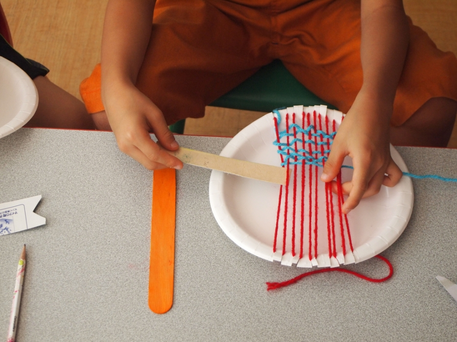 child plate weaving