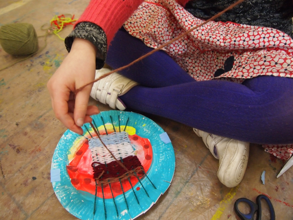 child weaving plate