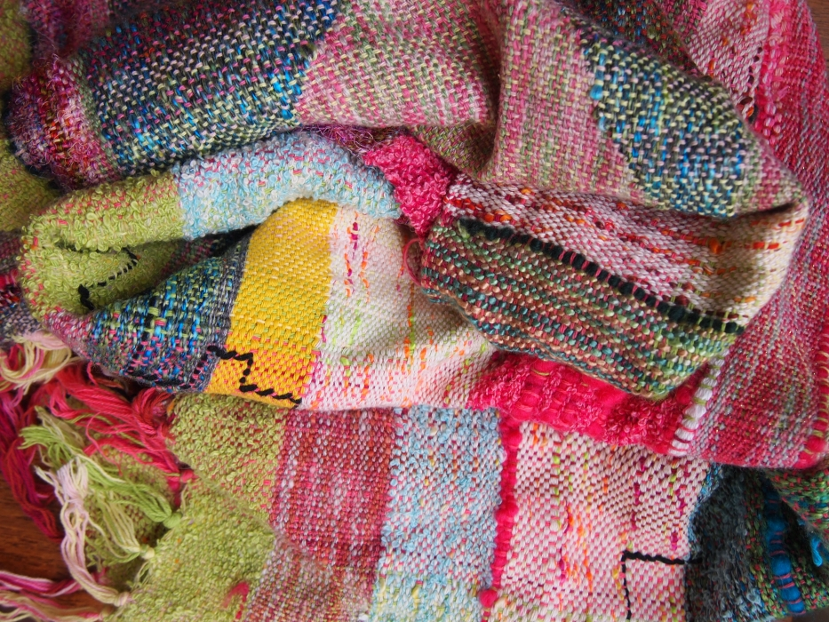 weaving mountain scrunch