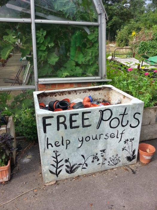 free pots sign