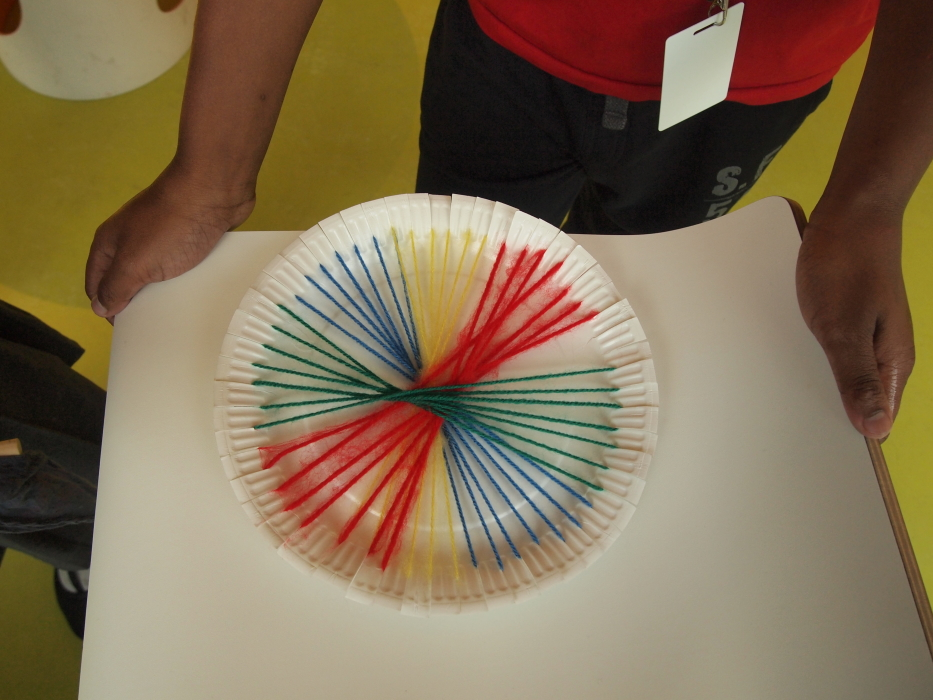 paper plate spiral weave